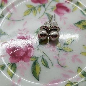 👜 Ball Stud Earrings